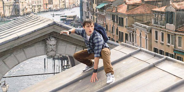 Spider-Man's Tom Holland Was A Real-Life Hero For A Fan During A Crowd Frenzy