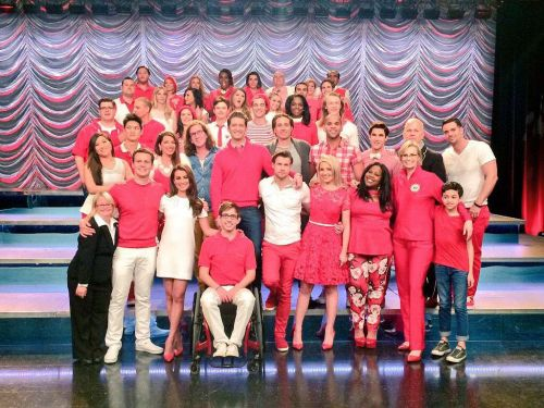 23 Behind-The-Scenes Photos From Glee That Change Everything