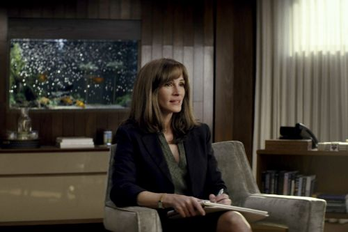 Julia Roberts and Her Severe Bangs Make a Statement in First Pics from Amazon's 'Homecoming'