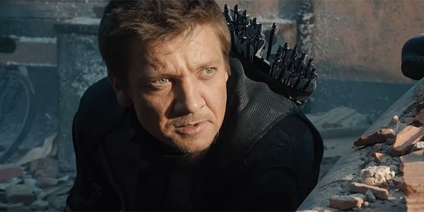 Jeremy Renner's Latest Avengers 4 Photo Shows A Beat-Up Hawkeye