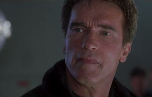 Movie Mini Moment: Arnold Schwarzenegger Files A Police Report in 'The 6th Day'