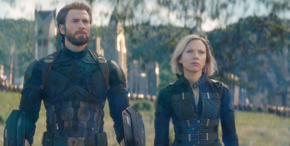 Avengers: Chris Evans & Scarlett Johansson Play Game Boy on Endgame Set