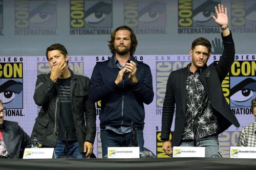 'Supernatural' Cast Greets Fans One Last Time With Tear-Jerking Comic-Con Panel