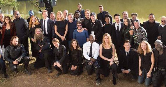 Avengers: Endgame Funeral Photo Unites MCU Family Behind-The-Scenes