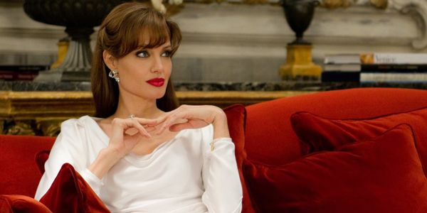 Angelina Jolie Looks Totally Unrecognizable In New Movie Come Away