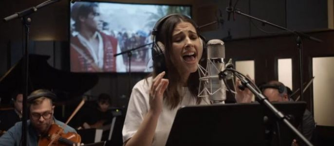 """Naomi Scott Belts Out a New Song for 'Aladdin' in """"Speechless"""" Music Video"""