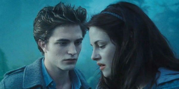 Twilight Director Originally Warned Robert Pattinson Off Of Kristen Stewart