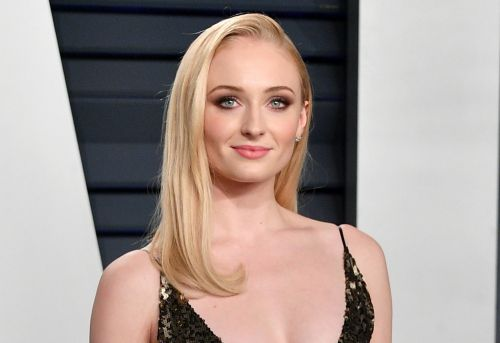 'Game of Thrones' Star Sophie Turner Chugs Wine On Jumbotron During New York Rangers Game