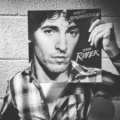 People Pose in Uncanny Alignment with Iconic Album Covers: Discover The Sleeveface Project