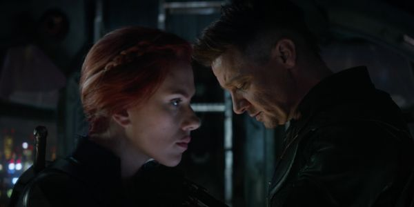 Endgame BTS Photo of Hawkeye & Black Widow Is Emotionally Bittersweet