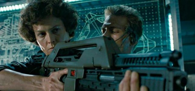 Cool Stuff: 'Aliens' Pulse Rifle Prop Replica Lets You Take on Xenomorphs Yourself