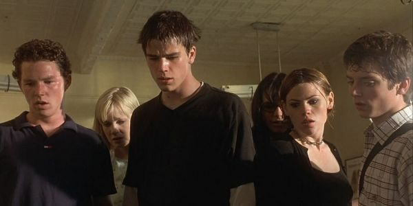 The Faculty: 10 Reasons It's The Greatest 90's Horror Movie