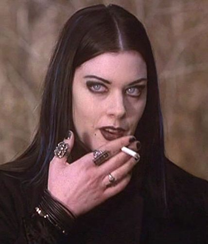 What kind of spider ring did Kim Director wear in Blair Witch 2: Book of Shadows and where to get it?