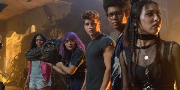 Marvel's Runaways Review: An Aversion To Risk Hamstrings The Series In Season 2