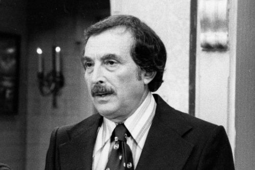 Bill Macy, 'Maude', 'The Holiday' Star, Dies at 97