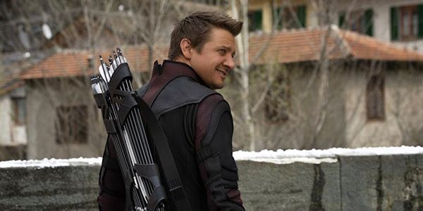 Jeremy Renner Is Promoting Hawkeye In Infinity War All By Himself