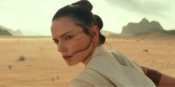Why Daisy Ridley Loves Rey's Shot At The Start Of The Rise Of Skywalker Trailer
