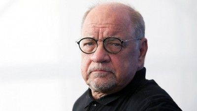 'Taxi Driver' Screenwriter Paul Schrader Weighs in on the Netflix Debate