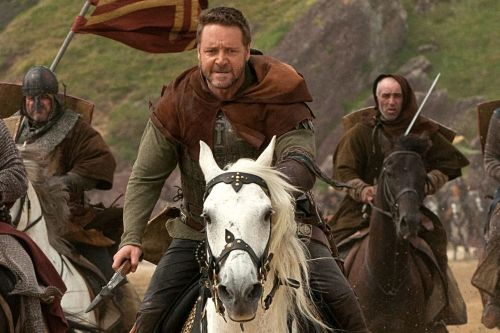 "Russell Crowe Reveals He's ""Fallen In Love"" With Most of The Horses He's Worked With"