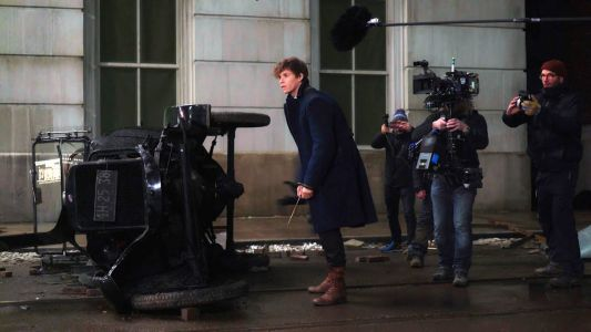 Fantastic Beasts: 25 Behind-The-Scenes Photos That Change Everything