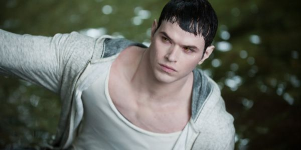 Twilight: Kellan Lutz on Fandom & Playing Baseball With The Cast