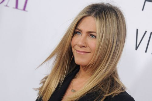 'Friends' Fans Go Berserk As Jennifer Aniston Appears At Central Perk Set In New Video Gag