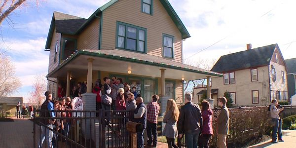 10 Filming Locations From A Christmas Story - Then vs. Now