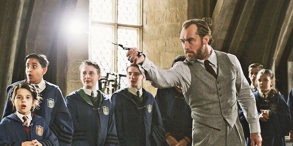 Jude Law's Dumbledore Is Fighting Inner Demons During Crimes Of Grindelwald