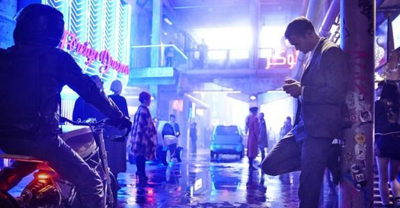'Mute' Review Round-Up: A 'Blade Runner' Wannabe With Nothing to Say