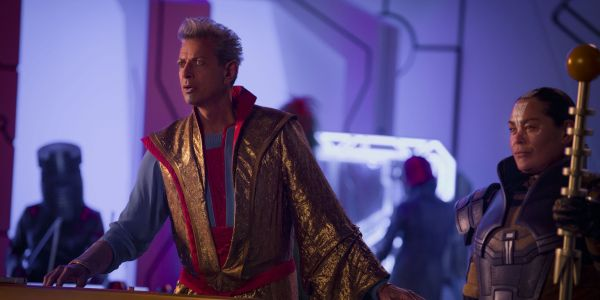Learn Universal Hand Gestures From Jeff Goldblum In Thor 3 Bonus Scene