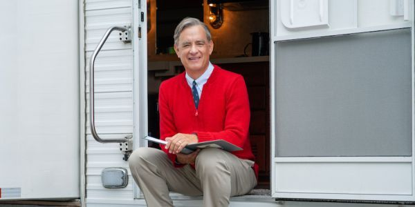 Tom Hanks Looks Perfect As Mister Rogers In Official A Beautiful Day In The Neighborhood Photo