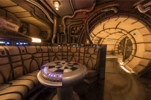 First Video Reaction: 'Star Wars: Galaxy's Edge' at Disneyland is Incredible