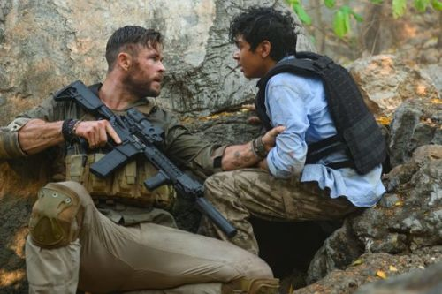 Trailer and Poster of Extraction starring Chris Hemsworth