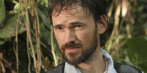 Arrowverse 2018 Crossover Casts Lost's Jeremy Davies as Arkham Asylum Doctor